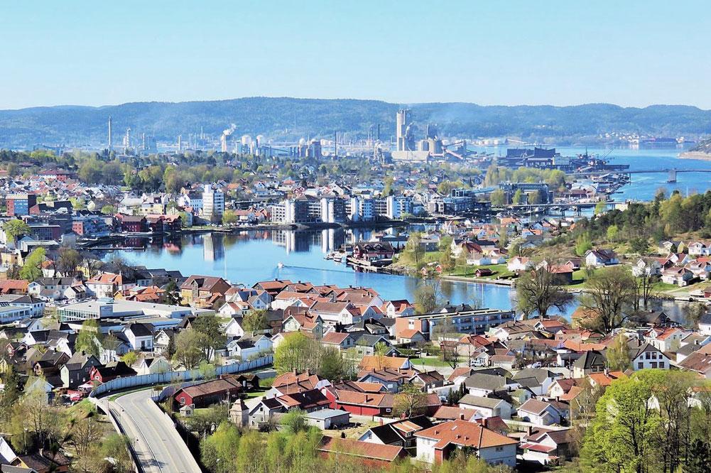Bildet viser Porsgrunn. Taxisentralen ligger i nærheten av sentrum.